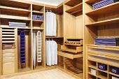 Fondo de armario moderno madera clásica