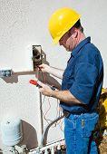 Bomba de riego reparación de electricista