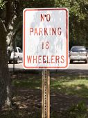 foto of 18-wheeler  - No parking 18 wheelers sign in shade - JPG