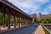 The Pont De Bir-hakeim Bridge In Paris, France