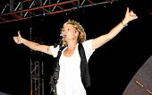 Jennifer Nettles Thumbs Up