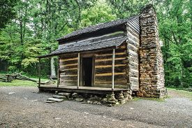 pic of smoky mountain  - Settlers cabin on display in Americas Great Smoky Mountain National Park - JPG