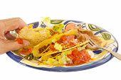 Comer un Taco crujiente