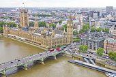 Vista del Big Ben, el Parlamento y el río Támesis
