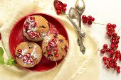 Muffins with red currants