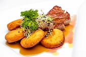 Sirloin with crispy potato and green pepper sauce