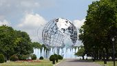 NEW YORK - 5 AUG: De Unisphere in Queens, New York op 5 augustus 2011. Een thema-symbool van de 1964 Wo