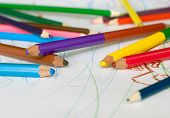 picture of dessin  - A lot of colored pencils on a child - JPG