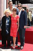 LOS ANGELES - MAY 22: Patricia Heaton, Doris Roberts, Brad Garrett, Ray Romano at a ceremony honorin