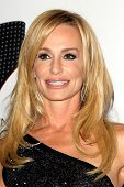 LOS ANGELES - MAY 18:  Taylor Armstrong arrives at the 19th Annual Race to Erase MS gala at Century