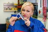 an apprentice (apprentice) in the metal industry. measure a workpiece in the workshop. rare female o
