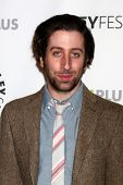 LOS ANGELES - MAR 13:  Simon Helberg arrives at the