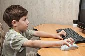 foto of little boys only  - little boy running on the computer  - JPG