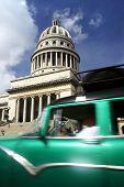 Capitolio y coche