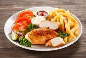 Grilled chicken fillets and vegetables