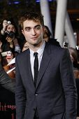 LOS ANGELES - NOV 14: Robert Pattinson at the World Premiere of 'The Twilight Saga: Breaking Dawn Pa