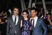 LOS ANGELES - NOV 14: Robert Pattinson, Kristen Stewart, Taylor Lautner at the World Premiere of 'Th