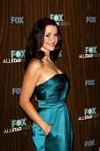 PASADENA - 11 de JAN: Annie Wersching chega no Fox 2010 inverno All-Star Party realizada no Villa Soris