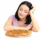 Menina bonita quer comer pizza isolado no branco