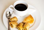 foto of por  - hot coffee and Thai Spring Roll (Por Pieer Tod)