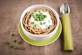 Spaghetti with pea cream sauce