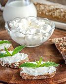 Wholewheat Bread With Cream Cheese