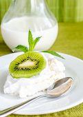 Pavlova Meringue With Kiwifruit Slices