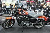 Kuala Lumpur nov. 12: eine Harley Davidson Sportster xl 883r auf dem Display auf Auto des Jahres 2u Auto