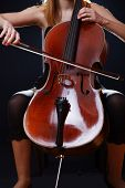 Violoncello playing
