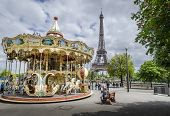 picture of funfair  - PARIS - JPG
