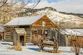 pic of outhouse  - Log home - JPG