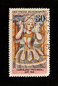 Alemanha - por volta de 1975: Um selo impresso na Alemanha mostra Caroline Neuber no papel de Medea, por volta de