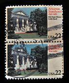 EUA - por volta de 1986: Selos imprimidos no EUA revela um estado de Arkansas - Old State House Little Rock,