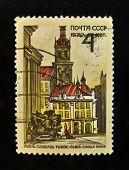 URSS - por volta de 1970: Um selo impresso na USSR mostra a Praça do mercado (Lgov, Ucrânia), por volta de 1970.