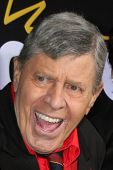 LOS ANGELES - DEC 7:  Jerry Lewis arrives at the Premiere Of Encore's