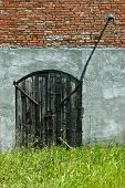 pic of obra  - main door of a rural farm in Italy - JPG