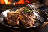 t-bone Steak in der Pfanne