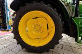 Tracktor Tire