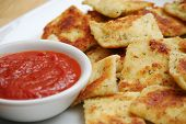 Fried Ravioli And Marinara Sauce