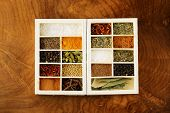 pic of bay leaf  - set of different spices  - JPG