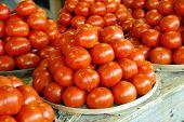 Rebe reif Tomate des am Bauernmarkt