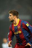 BARCELONA - 16 de ene: Gerard Piqué de Barcelona durante el partido entre FC Barcelona y el Málaga CF en