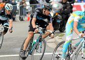 BARCELONA - 27 de marzo: Ciclista del equipo Sky Español Xabier Zandio paseos con el paquete durante el recorrido