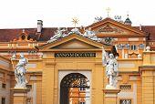 Statuen des Heiligen Koloman und Leopold Ii im Stift Melk, Niederösterreich