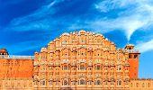 Hawa Mahal Palace en Jaipur, Rajasthan, la India. Emblemático Palacio de los vientos