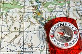 pic of compasses  - The compass on the map - JPG