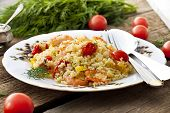 couscous with shrimp, tomatoes and peppers