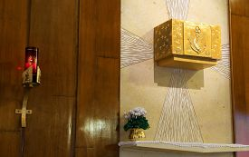 pic of tabernacle  - Golden Tabernacle and lighted candle in the Christian Church - JPG