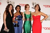 vLOS ANGELES - FEB 22:  Katie Lowes, Kerry Washington, Darby Stanchfield, Bellamy Young at the 45th