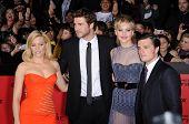 LOS ANGELES - NOV 18:  Elizabeth Banks, Liam Hemsworth, Jennifer Lawrence & Josh Hutche arrives to